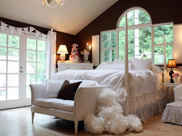 RMS_mysweetsavannah-chocolate-brown-and-white-girls-bedroom_s4x3_lg.jpg