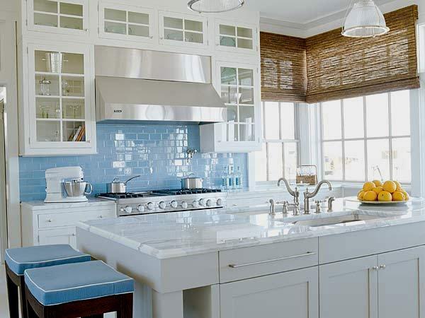голубая керамическая плитка на кухне фото