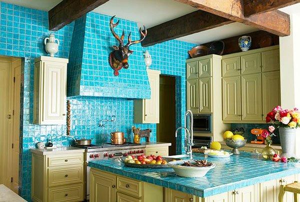голубая керамическая плитка на кухне