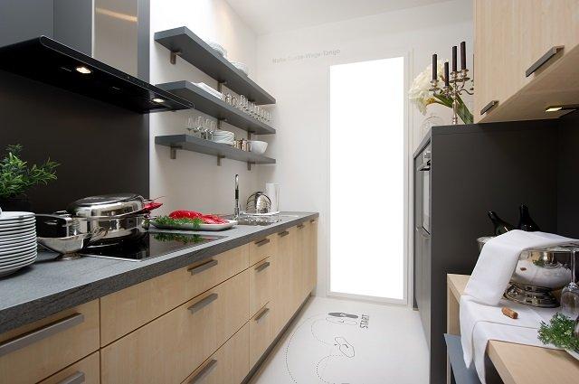 узкая длинная кухня и ее достоинства