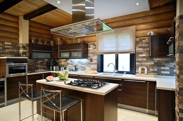 интерьер кухни в деревянном доме и модные разработки