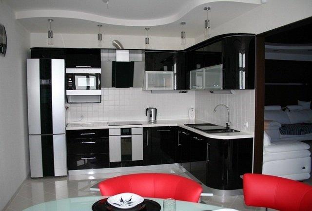 черно-белая кухня на фото