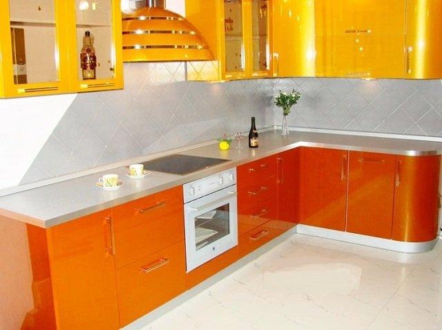 доступный дизайн оранжевой кухни