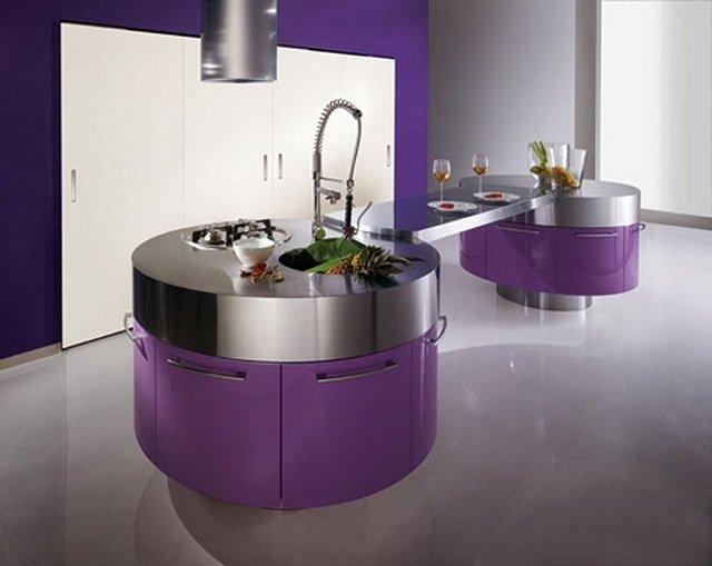фиолетовая мебель в интерьере кухни