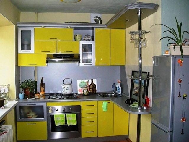 солнечный желтый цвет в оформлении кухни