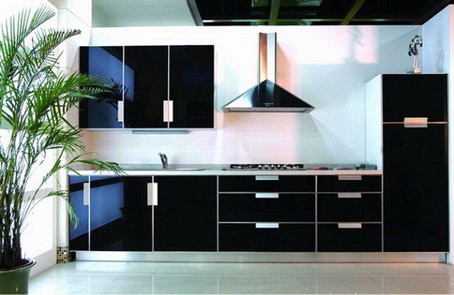 современный интерьер кухни в черном цвете