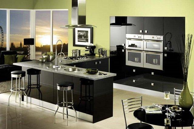 современный интерьер кухни в черных оттенках