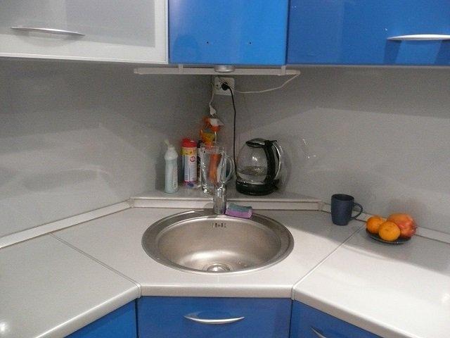 стильная кухня с угловой мойкой