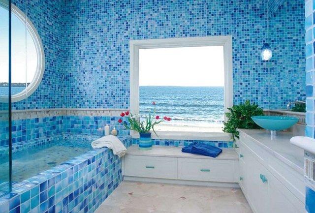 дизайн в морском стиле ванной комнаты с видом на море