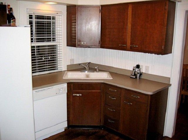 интерьер маленькой квадратной кухни
