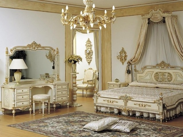 интерьер спальни с коврами
