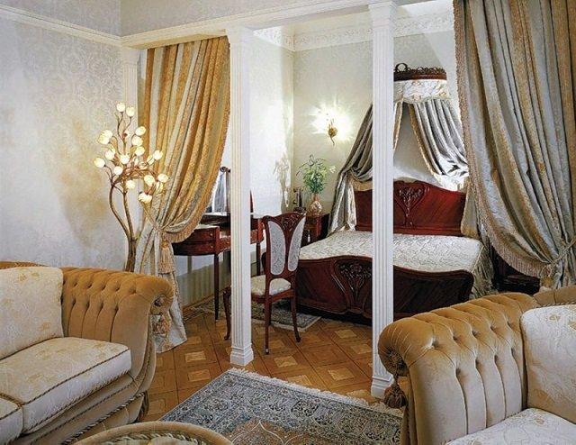 интересный вариант дизайна спальни совмещенной с гостиной для небольшой квартиры