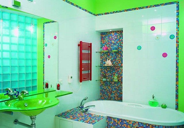 малогабаритная ванная в зеленом интерьере