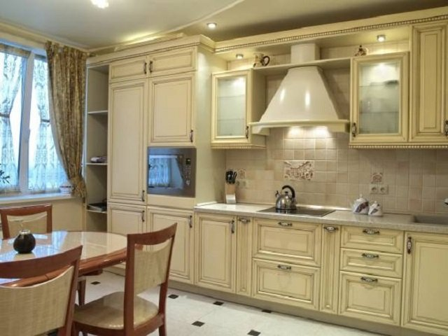 неплохой дизайн 12 метровой кухни
