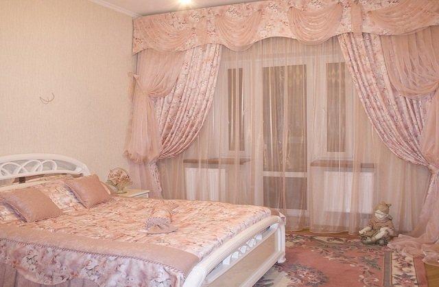 розовый дизайн занавесок в спальне