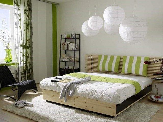 вариант дизайна маленькой комфортной спальной комнаты