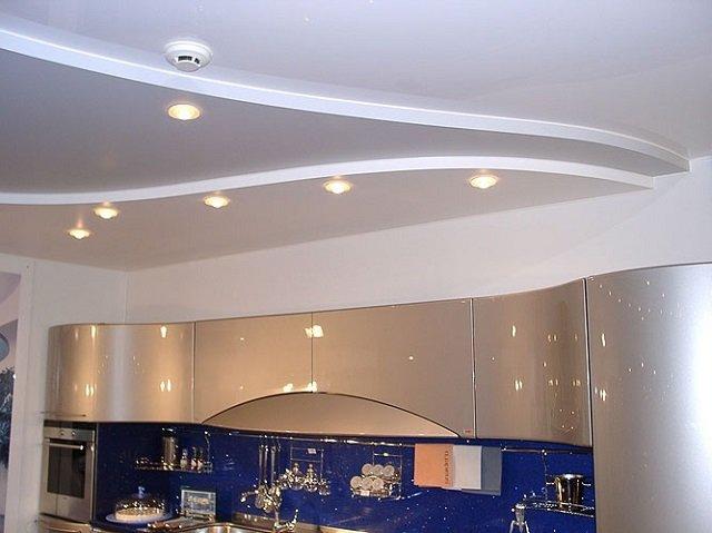 вариант подвесных потолков на кухне
