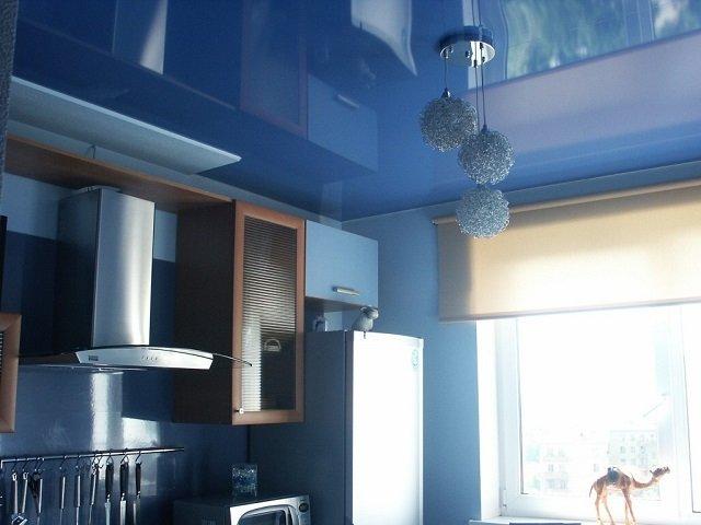 дизайн кухонного потолка ы вариант отделки
