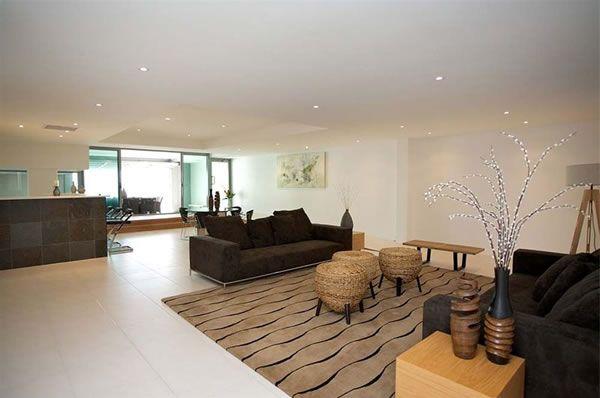 современный частный дом с апартаментами в Брисбене
