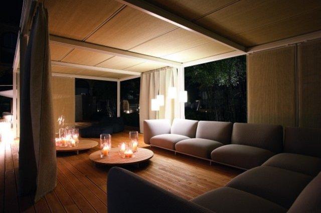 вариант дизайна деревянного потолка в интерьере собственной комнаты