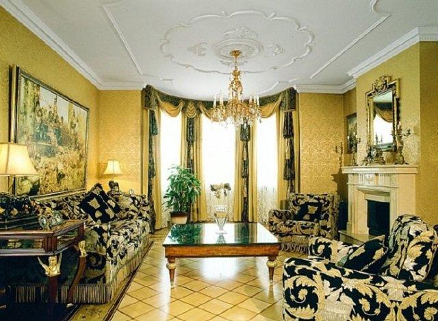 дизайн комнаты с золотистыми обоями