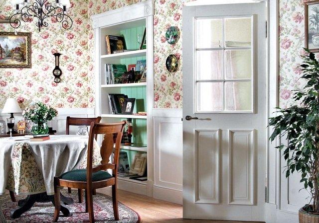 как правильно подобрать цветочные обои в интерьере комнаты