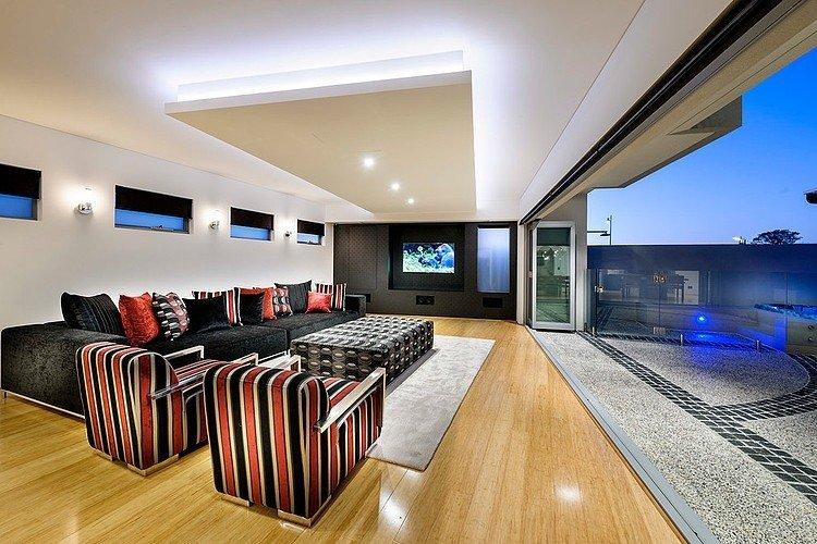 дизайн зала с панорамными окнами