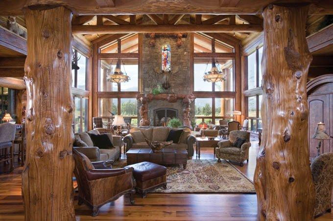 колонны в интерьере дома из бревна