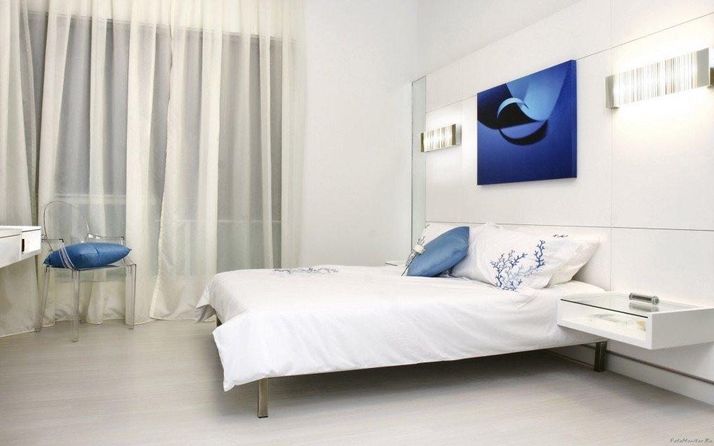 белые шторы в спальне фото