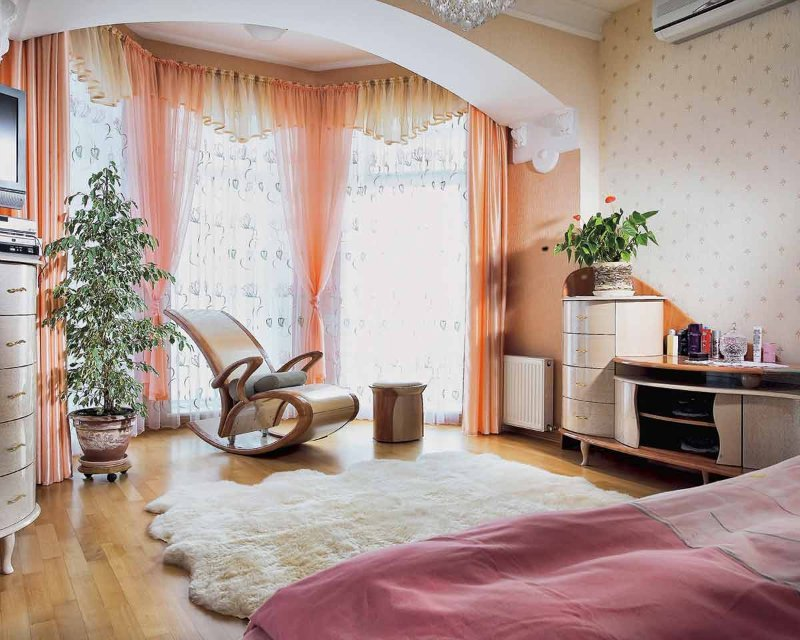 интерьер комнаты с эркером фото