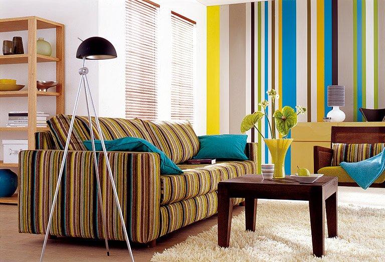 полосатый диван в интерьере