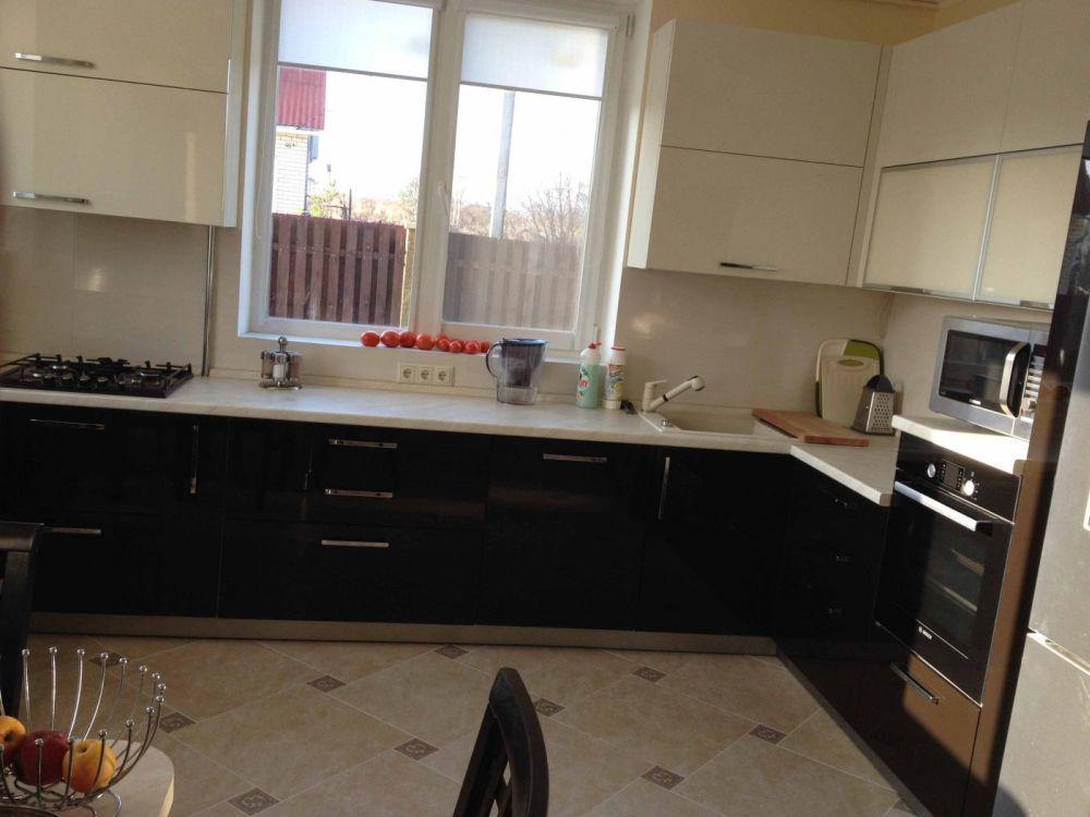 дизайн кухни 20 кв м фото с окном в частном доме