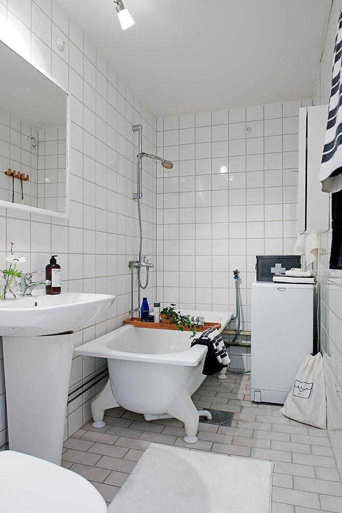 Bathroom-With-Ivory