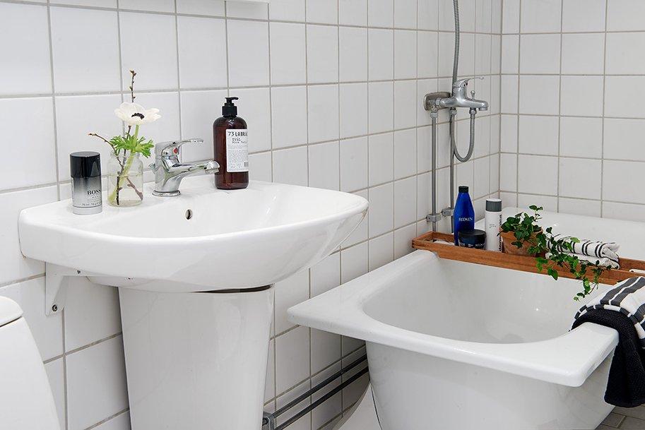 Simple-Bathroom