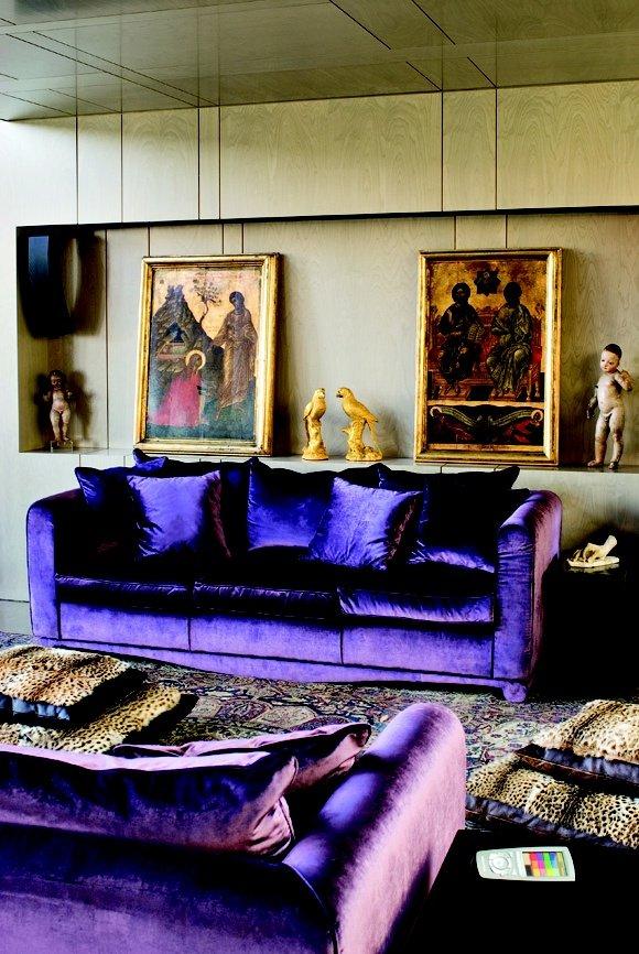 Диван фиолетовый в интерьере фото