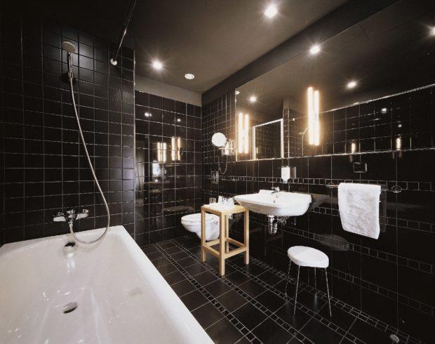 Интерьер ванной чёрного цвета 2017