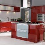 Дизайн кухни в красном цвете – наполняем дом энергией