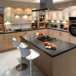 Оригинальный и комфортабельный дизайн кухни с островом