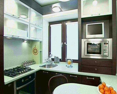 дизайн интерьера кухни с колонкой