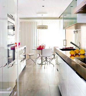 дизайн интерьера узкой длинной кухни