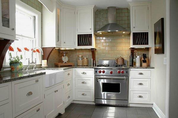 коричневая керамическая плитка на кухне