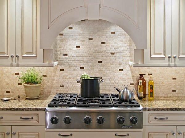 однотонная керамическая плитка на кухне