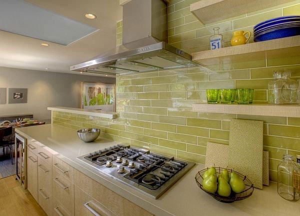 желтая керамическая плитка на кухне