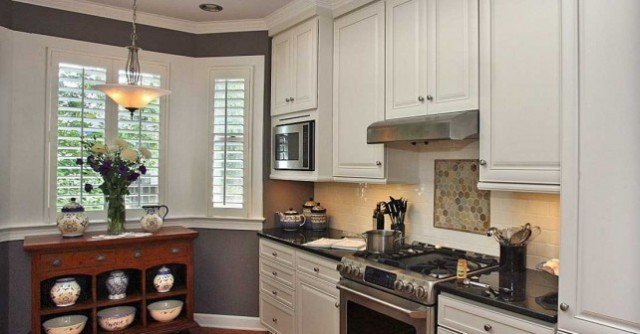 Стильный дизайн кухни с эркером