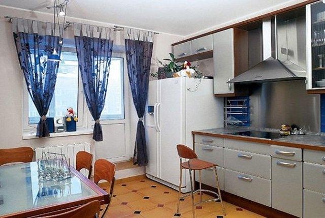 дизайн кухни в трехкомнатной квартире эркер п44т
