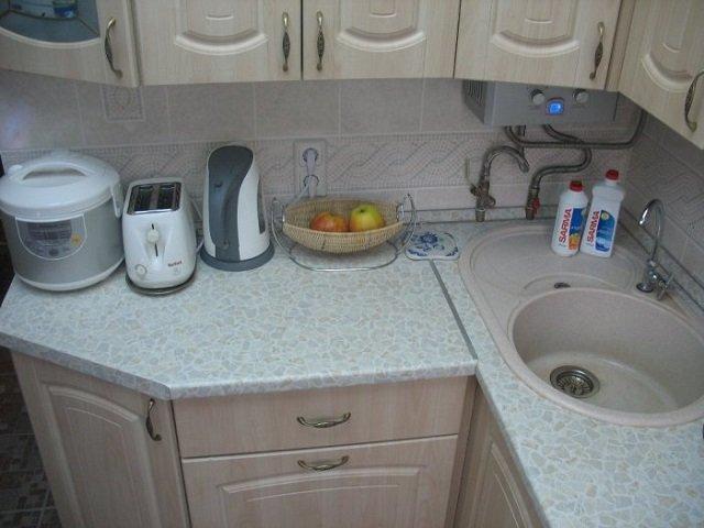 дизайнерский план маленькой кухни с газовой колонкой