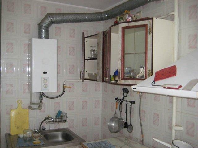 газовая колонка в малогабаритной кухне