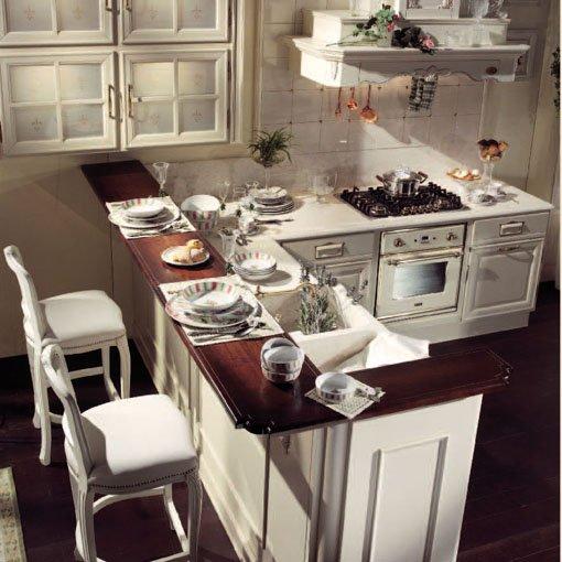 Кухня с барной стойкой в классическом стиле