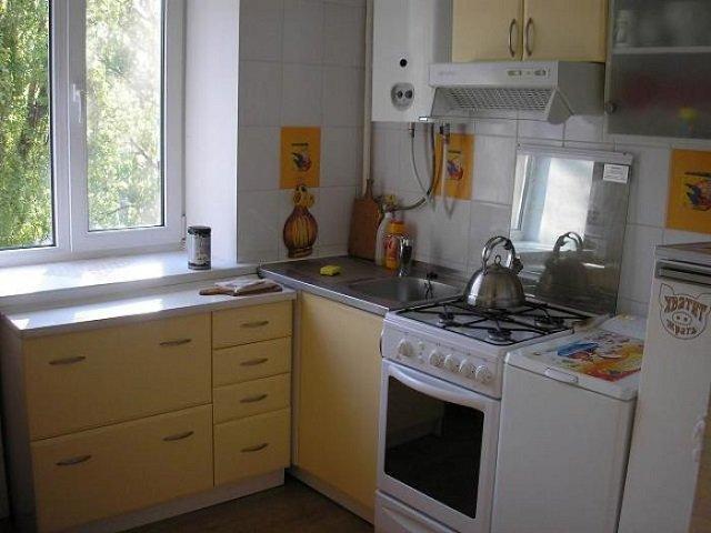 малая площадь не проблема для дизайна малогабаритной кухни с газовой колонкой