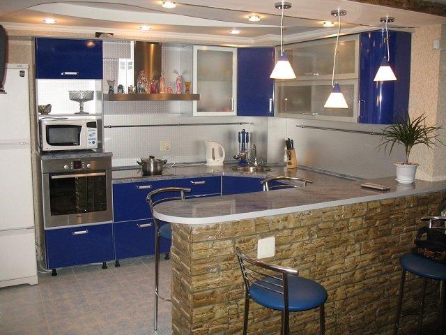 оформление и дизайн кухни с барной стойкой